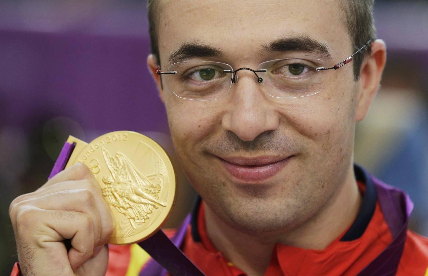 AUR pentru ROMÂNIA la JO 2012. Tiristul Alin Moldoveanu a câştigat finala la proba puşcă cu aer comprimat 10 metri!