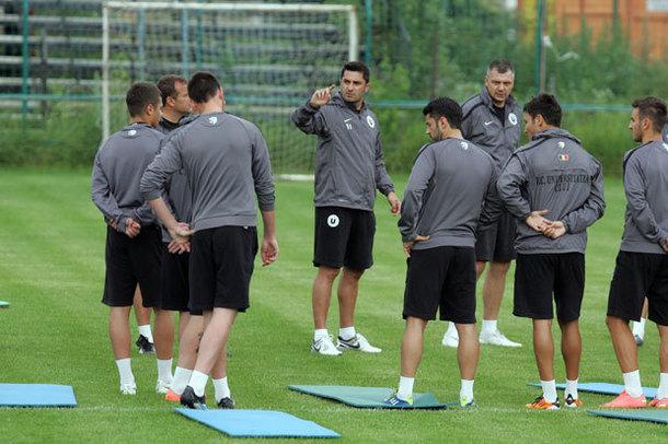 "Claudiu Niculescu nu mai e antrenor la ""U"" Cluj şi va rămâne doar jucător. Clau-Coach redevine Clau-Gol!"