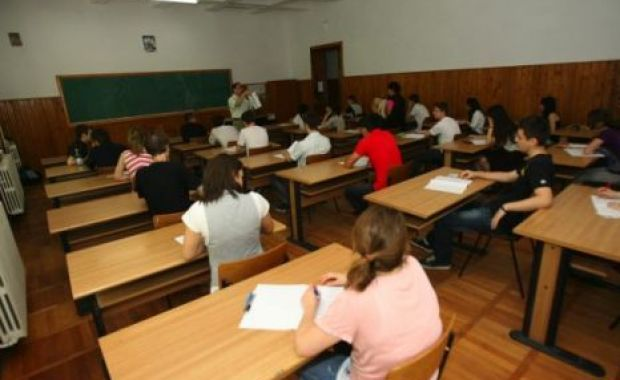 BAC 2013: Cinci candidati au fost eliminati marti din examen