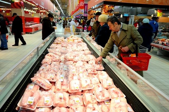 800 de kilograme de carne confiscate dintr-un abator din comuna Iara