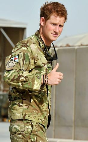 """Prinţul Harry renunţă la titlu şi se aruncă în gura """"lupilor"""" afgani pentru a deveni """"un tânăr normal""""!"""