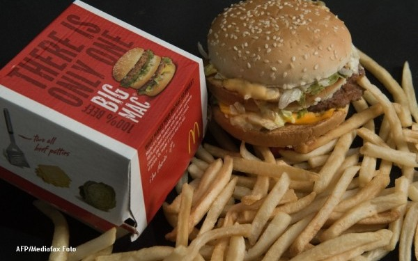 Explicaţia unui medic la întrebarea care macină o lume întreagă: De ce nu se strică hamburgerii?