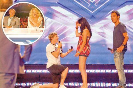 Un concurent de la X FACTOR şi-a cerut iubita în căsătorie DIRECT pe scenă!