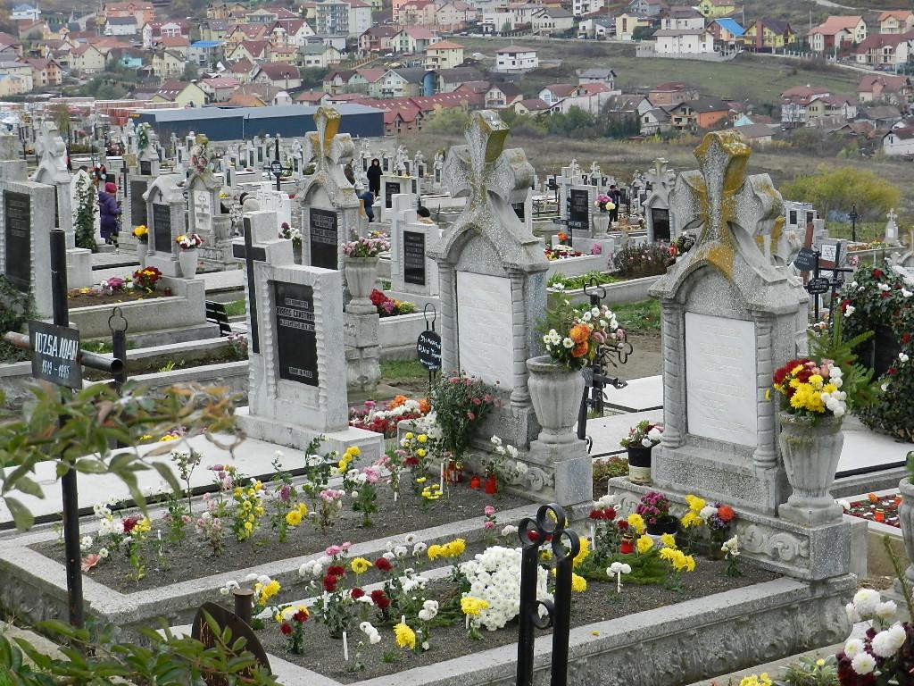 Florile mari, DVD-urile şi ţinuta indecentă, interzise în cimitirele clujene!