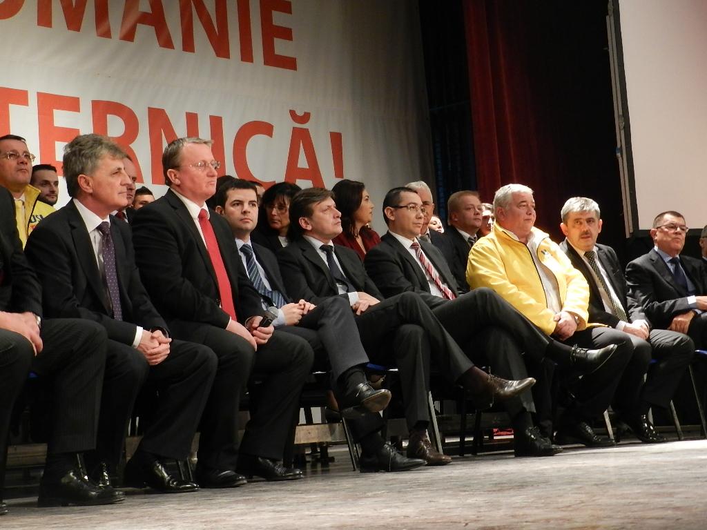FOTO: USL Cluj şi-a prezentat candidaţii pentru alegerile parlamentare în prezenţa liderilor USL!