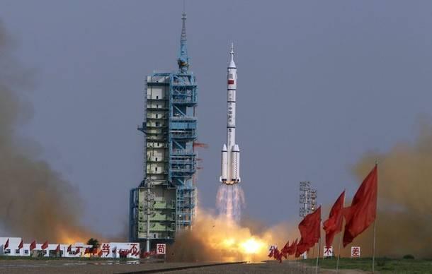 China vrea cucerească spaţiul! În 2013 vor trimite un echipaj uman în spaţiu!