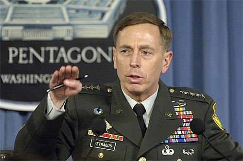 Directorul CIA a demisionat după o relaţie extraconjugală!