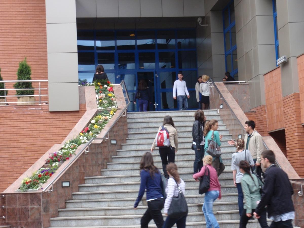 Studentii solicita zi libera in 10 decembrie si transport gratuit pentru participarea la vot