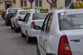 Taximetriştii clujeni vor tarife mai mari, după modelul RATUC