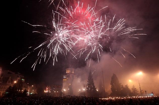 Opt din zece români au ales să-şi petreacă revelionul acasă