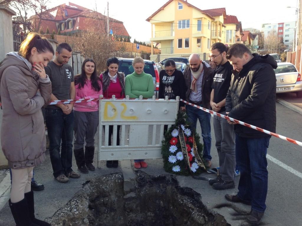 """Liviu Alexa """"a îngropat"""" o stradă spartă de E-ON Gaz. Un drum proaspăt asfaltat!"""
