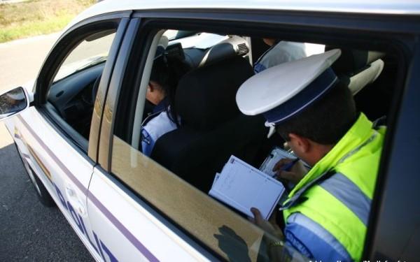 Sofer amendat de poliţiştii băcăuani după ce a uitat unde şi-a parcat maşina