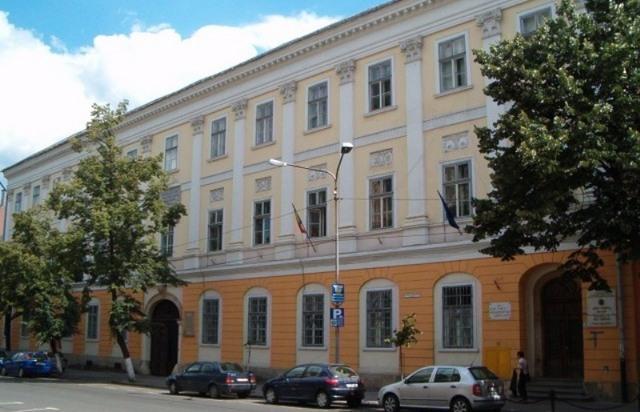 Tragedie la un liceu maghiar din Cluj: Elev de 10 ani a murit după ce a căzut pe gheaţă în curtea şcolii