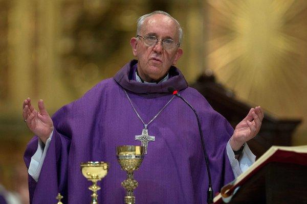 Noul Papă este argentinianul Jorge Mario Bergolio şi a luat numele Francisc I
