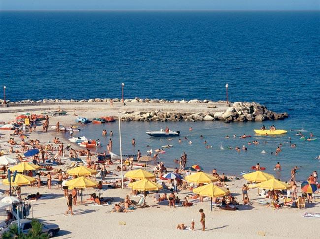 Tarifele în unităţile hoteliere de pe litoral cresc, de miercuri, cu circa 20-25 la sută