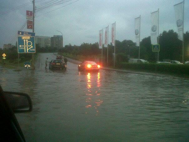 """PNL Cluj """"urecheaza"""" primaria pentru inundatiile care se produc in oras dupa fiecare ploaie"""