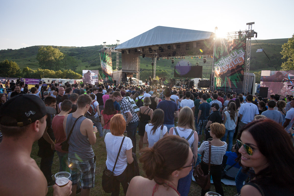 """60.000 de """"peninsulari"""" au fost prezenti la Festivalul Peninsula de pe Valea Garbaului"""