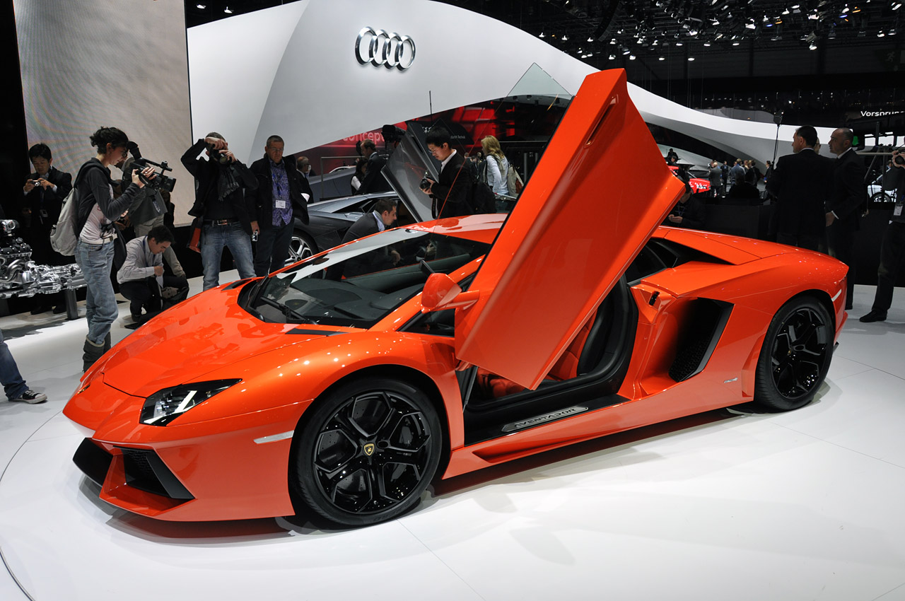 Lamborghini-Aventador-LP700-4-7