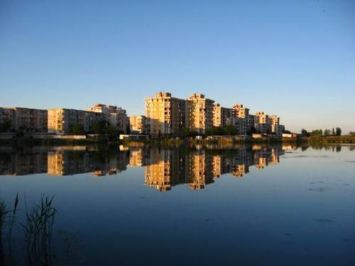 cartierul intre lacuri