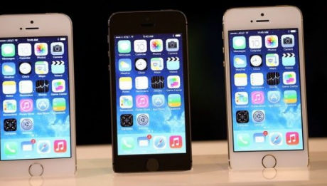 Peste 9 milioane de iPhone-uri 5S şi 5C vândute în trei zile