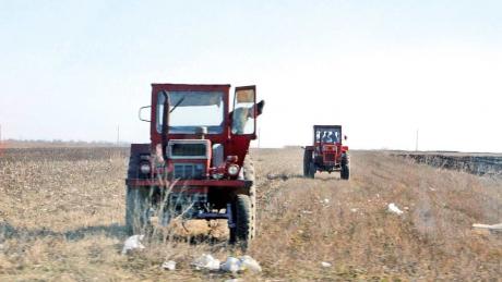 teren agricol tractor