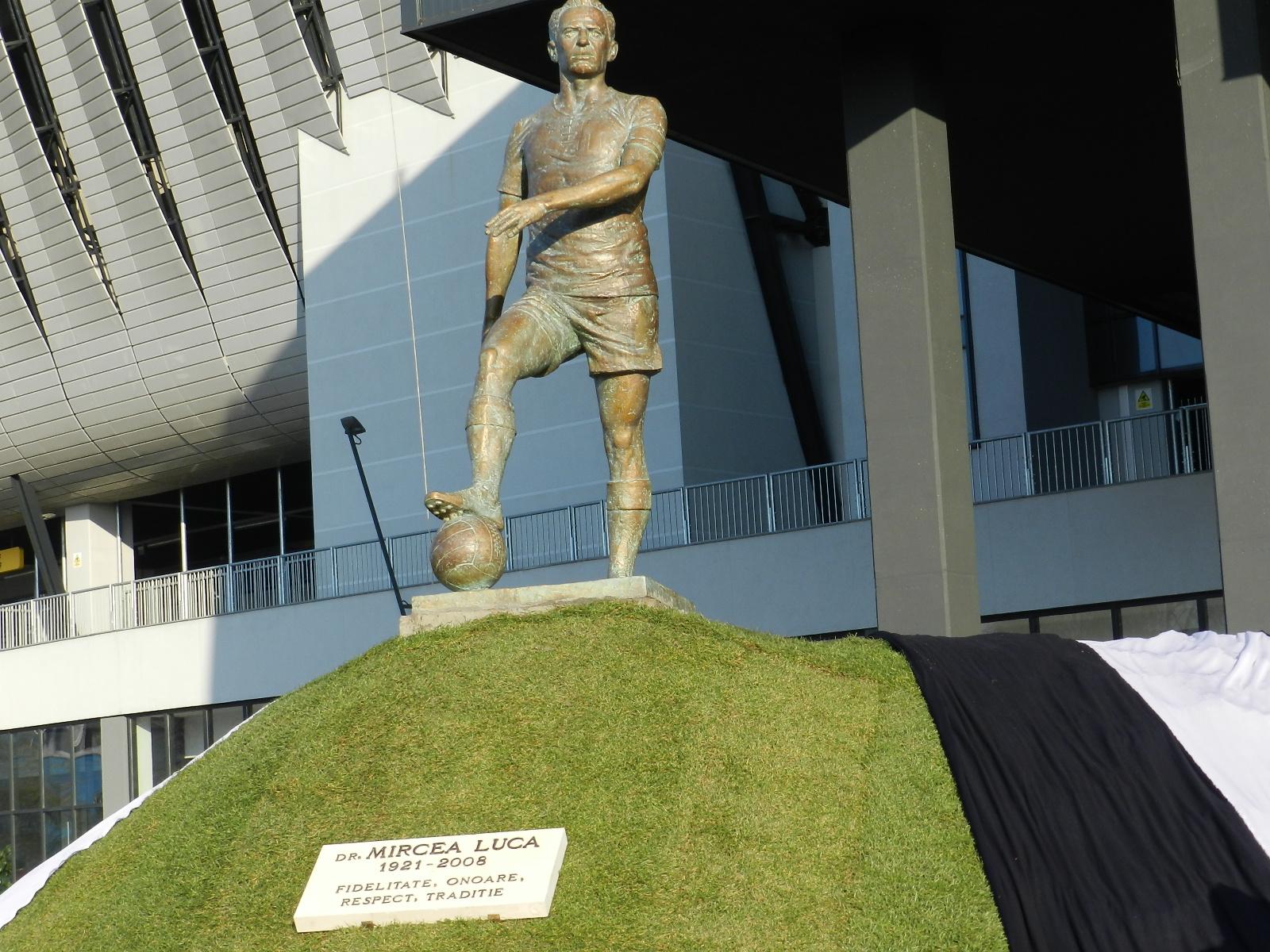 statuie Mircea Luca