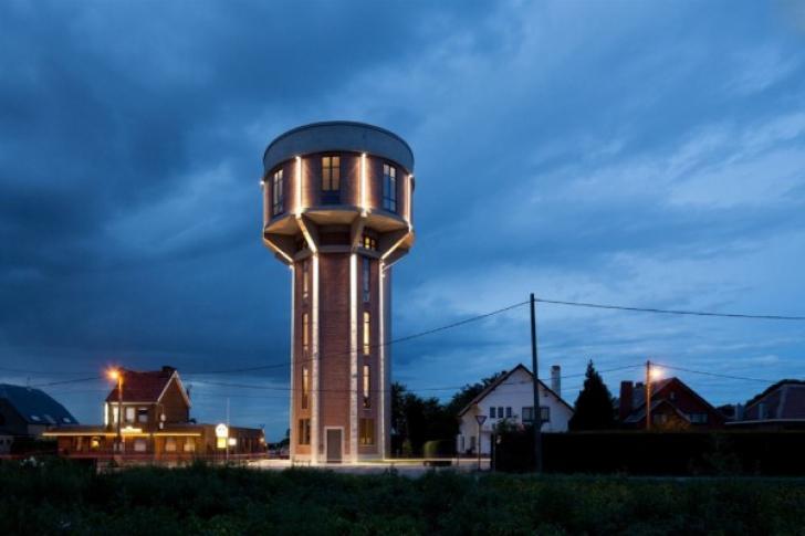 Un turn de apă abandonat s-a transformat într-una din cele mai frumoase locuinţe! FOTO