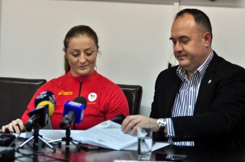 """Corina Caprioriu, sprijinita de Asociatia """"U"""" Business Sport Club pentru Olimpiada de la RIO 2016"""