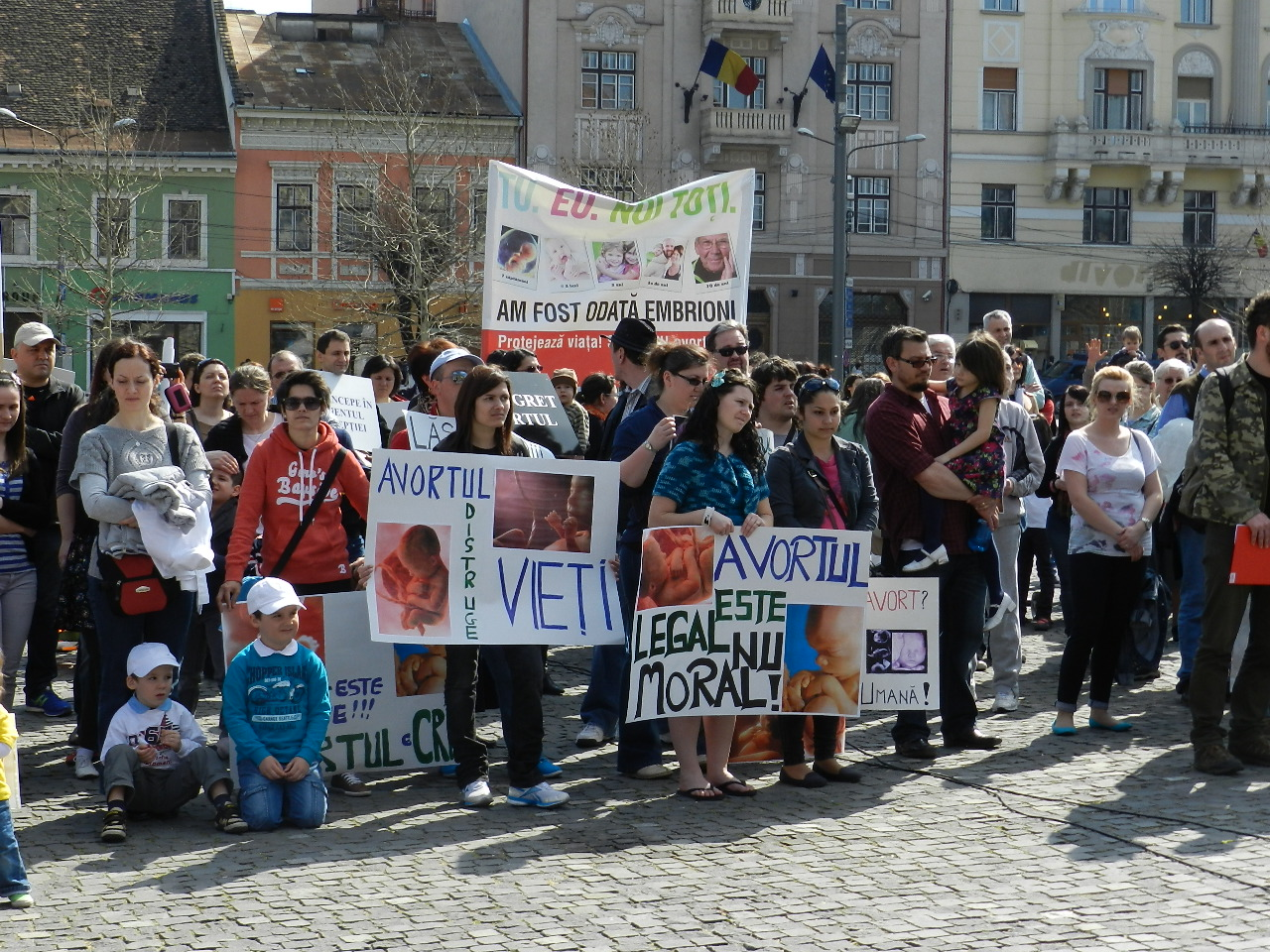 """""""Marşul pentru viaţă"""" a adunat 1.500 de oameni. FOTO"""