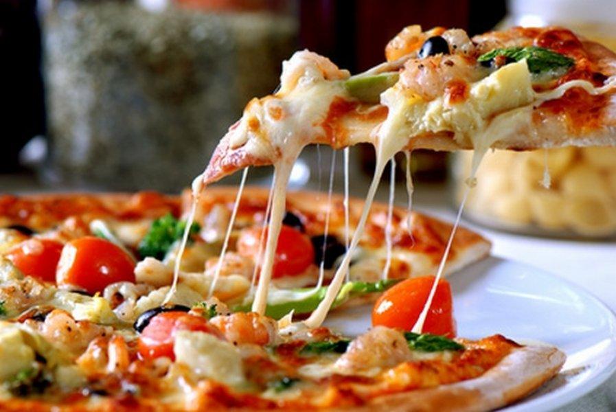 Un tanar din Cluj a fost arestat dupa ce a furat 10 pizze