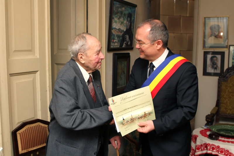 Erdos Tibor-Zsigmond premiat de Emil Boc