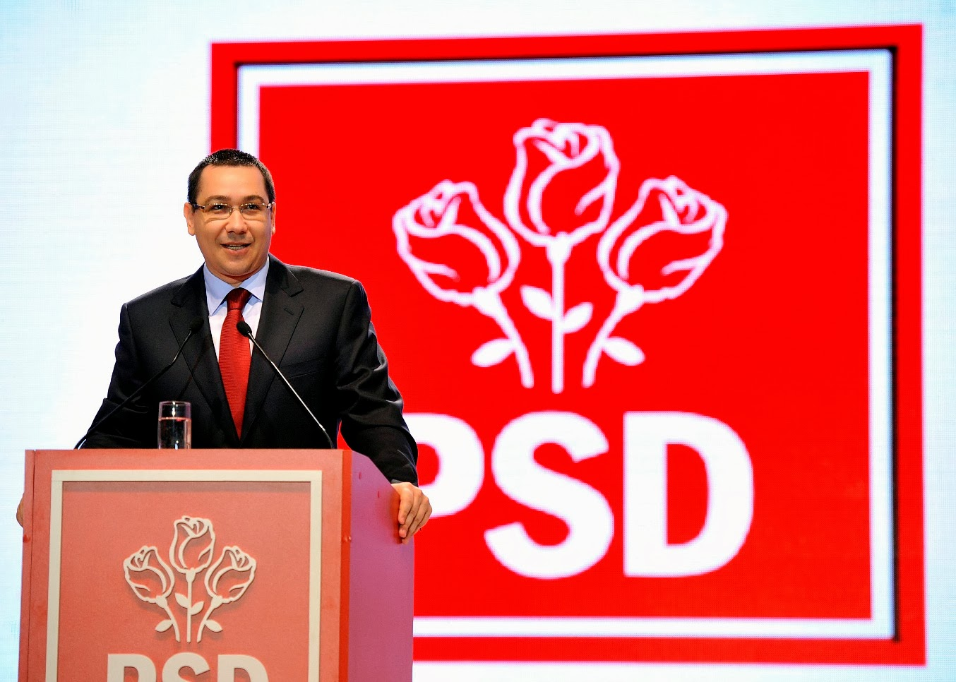 """Ponta: """"Nu demisionez. Marţi respingem definitiv Legea amnistiei şi graţierii"""""""
