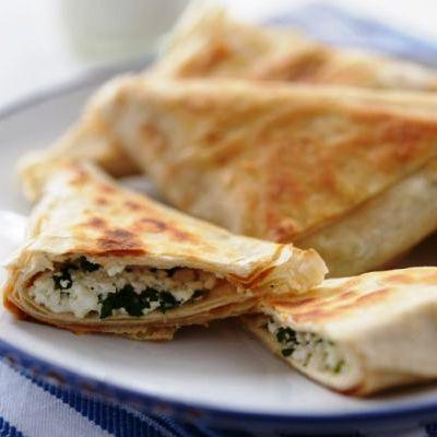 Reţeta zilei: Trigoane cu spanac şi brânză