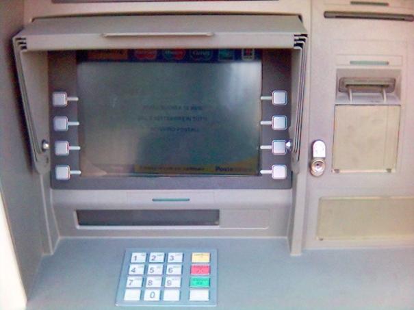 Bancile vor fi obligate sa afiseze comisioanele la ATM-uri