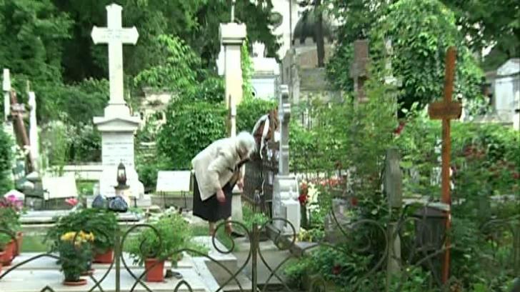 Noua lege funerară. Înmormântarea fără preot este posibilă