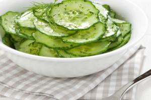REŢETA ZILEI: Salată răcoritoare de castraveţi şi mărar