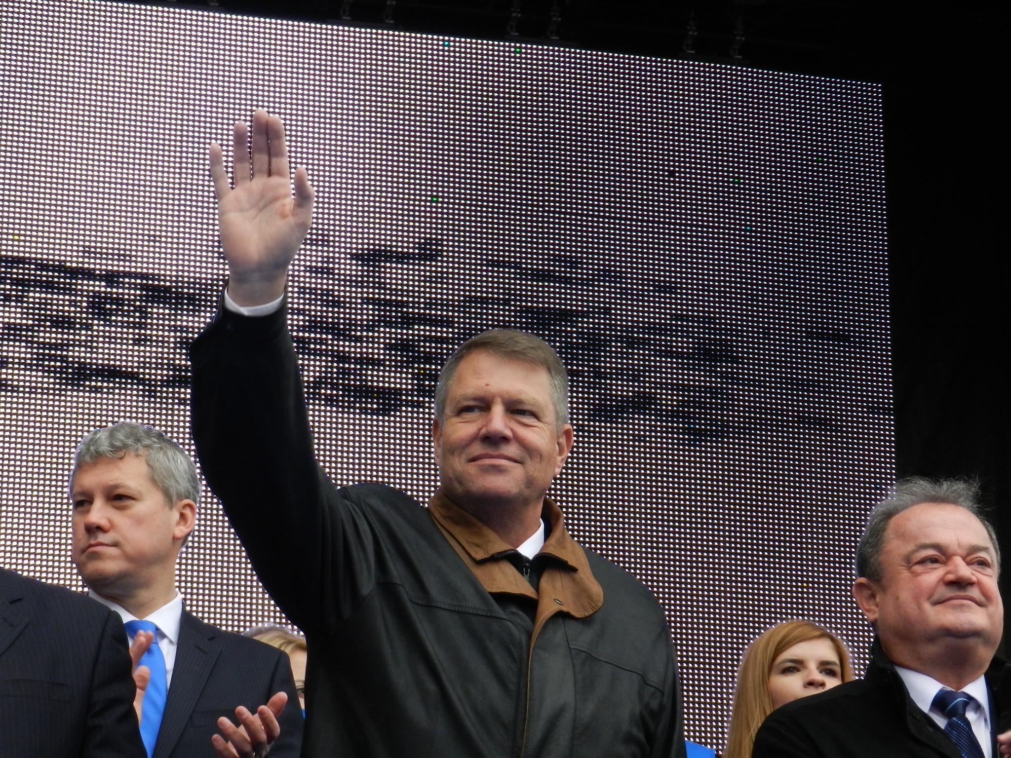 """Peste 10.000 de simpatizanți l-au susținut pe """"neamțul"""" Klaus Iohannis la mitingul de la Cluj. FOTO"""
