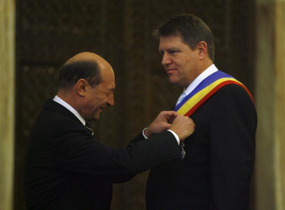 Traian Basescu l-a felicitat pe Klaus Iohannis