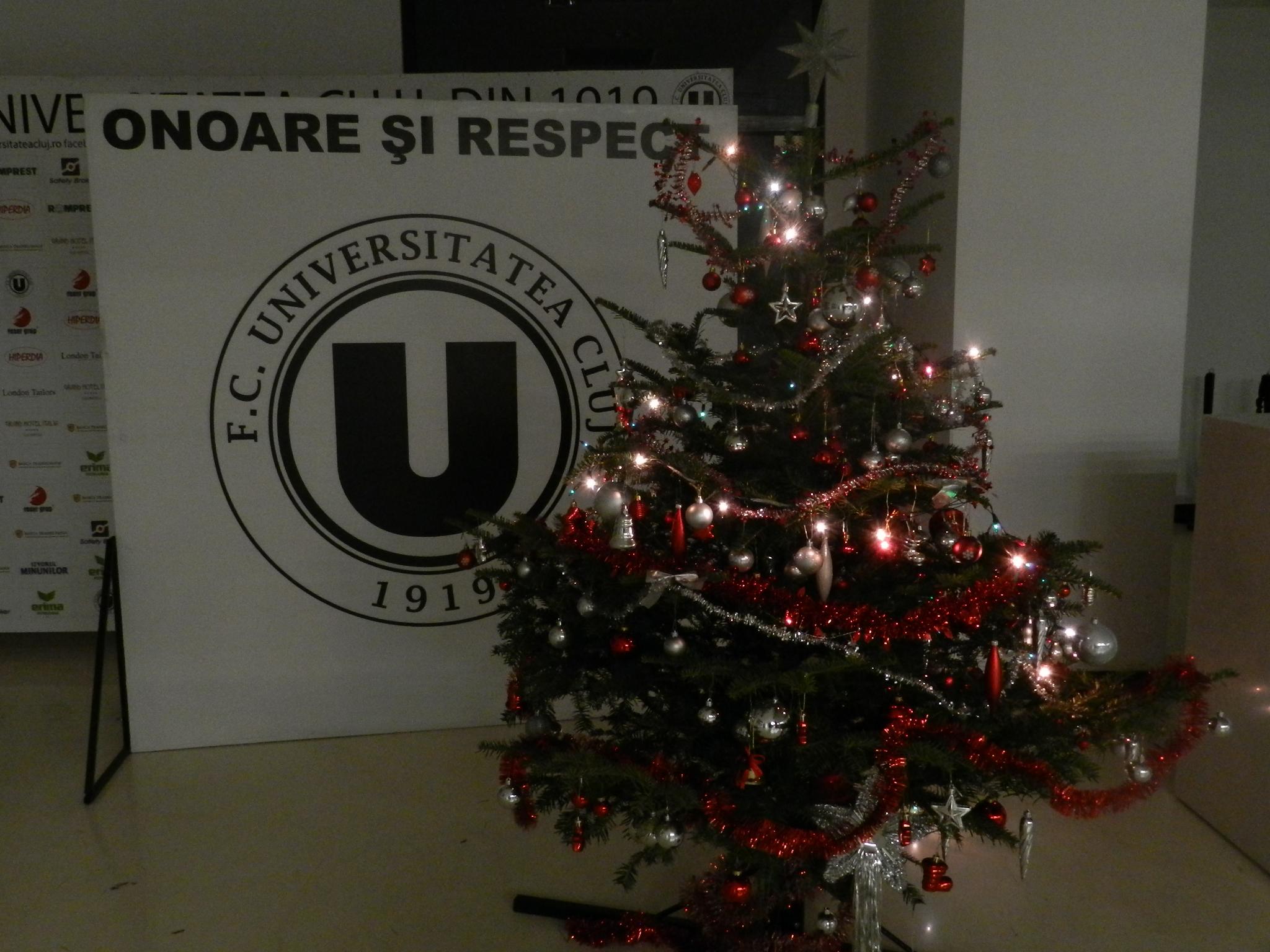 Povestea Crăciunului spusă de stranierii din lotul Universității Cluj