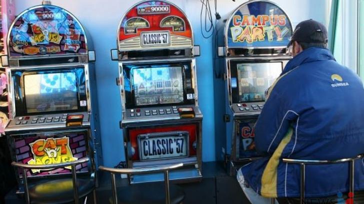 """Taxele pe jocuri de noroc vor crește din nou. Guvernul impune taxa anuală """"de viciu"""" pentru păcănele!"""