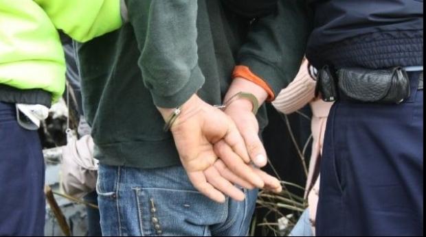 Minor reținut de polițiști la Turda pentru furt dintr-un complex comercial