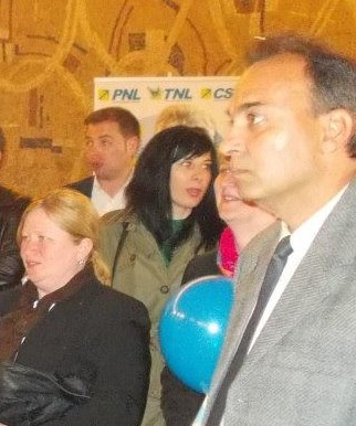 """Patru profesori de la Scoala """"Mihai Viteazu"""" din Campia Turzii, ACUZATI ca agreseaza elevii si consuma alcool in incinta institutiei"""