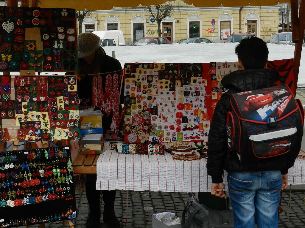 Mărțișoare lucrate manual pentru toate gusturile, în Piața Unirii. FOTO