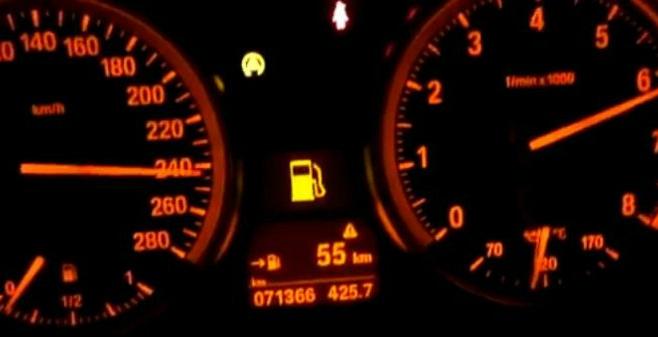 """Un inconștient cu BMW s-a filmat """"zburând"""" pe Autostrada Transilvania"""