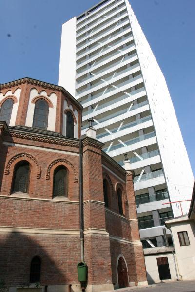 Catedrala Sf Iosif vs Cathedral Plaza(2)-w800-h600