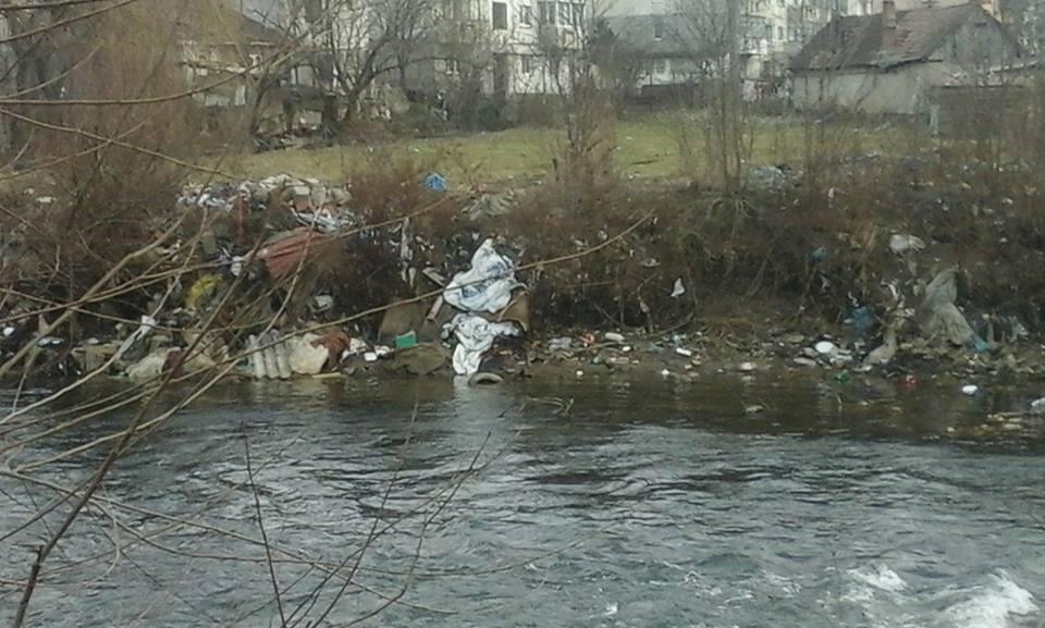 Ne pasă de Florești! Munți de gunoaie pe malul Someșului, în cea mai mare comună din România