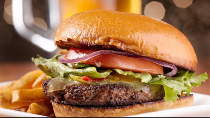 Japonezii lansează parfumul cu miros de hamburger