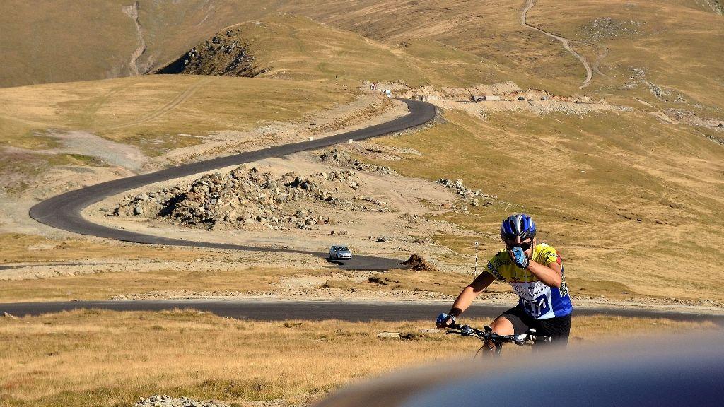 Clujeanul Marius Bucur, susținut de Iulius Mall Cluj pentru a face turul României pe graniță cu bicicleta