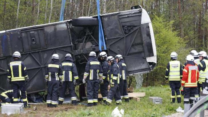 Un autocar din România s-a răsturnat în Germania. 11 persoane rănite, trei în stare gravă