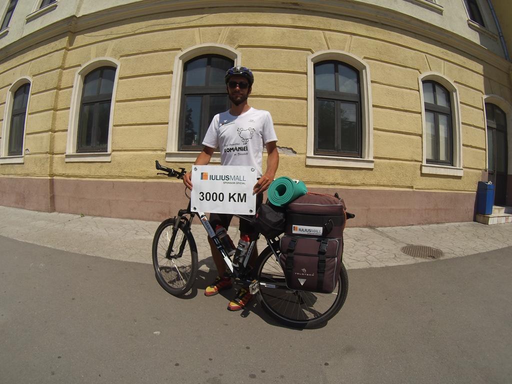 Tânărul Marius Bucur a finalizat Turul României pe granițăcu bicicletă, susținut de Iulius Group